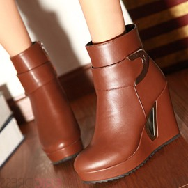 Splendid Round Toe Metal Decorated Wedge Heel Short Boots