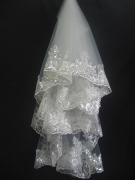 Gorgeous Fingertip Wedding Bridal Veils with Lace Flowery Edge