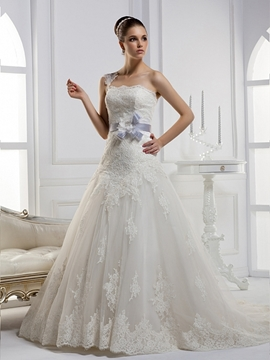 Fantastic A-line One-shoulder Flowered Chapel Train Wedding Dress