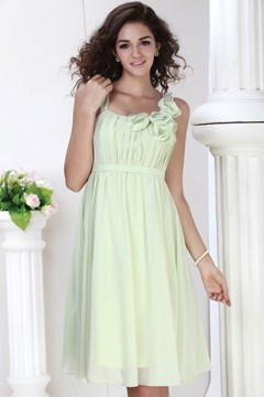 Pretty A-Line Scoop Neckline Knee-length Flower Roxy's Bridesmaid Dress