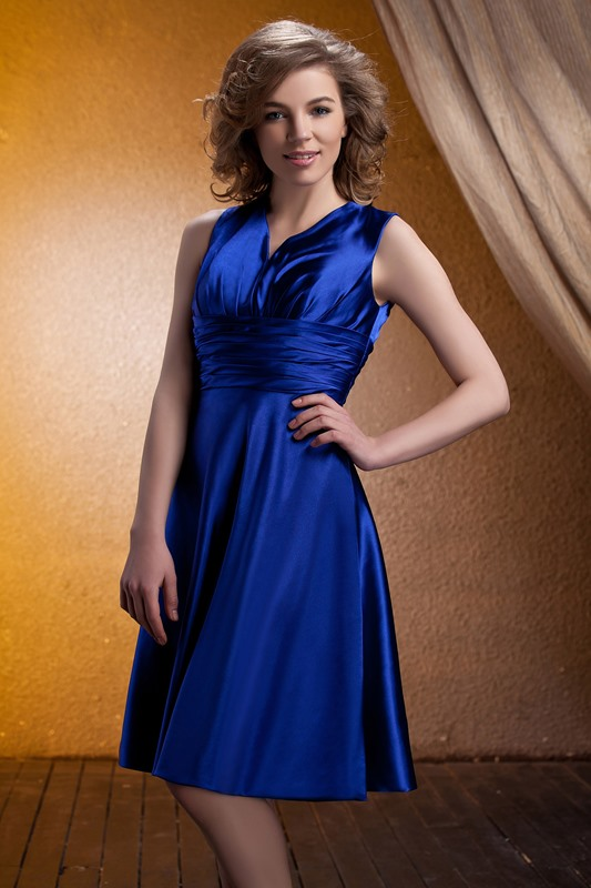 Concise Ruched A-Line Knee-Length V-Neck Bridesmaid Dress