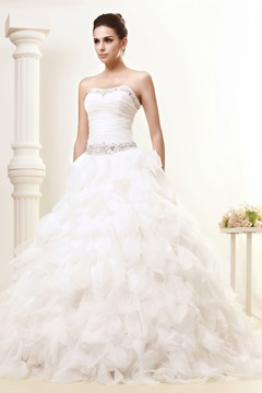 Sumptuous A-line Strapless Ruffles Wedding Dress