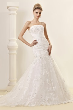 Gorgeous Trumpet/Mermaid Strapless Chapel Lace Wedding Dress