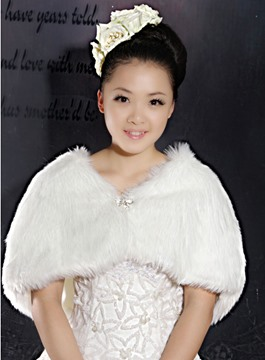 Glamorous Faux Fur Wedding Wrap/shawl with Bowknot Rhinestone Brooch