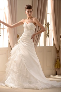 A-Line/Princess Sweetheart Beading Applique Chapel Wedding Dress