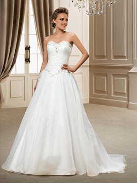 Fashionable A-line Natural Organza Beading Sweetheart Chapel Train Wedding Dress