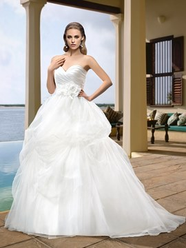 Charming Ball Gown Sweetheart Zipper-Up Flowers Button Sweep Wedding Dress