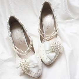 Elegant Pearls Flowers BowKnot White Wedding Shoes