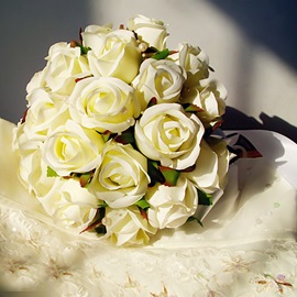 Comely Sphere Shaped White Rose Wedding Bridal Bouquet with Ribbon