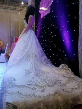 Stunning A-line Floor-length Sweetheart Beading Chapel Lace Wedding Dress