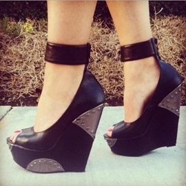 Chic Black Peep-toe Wedge Sandals