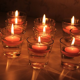 Nice Glass Cup Water Floating Candle Holder (Includ Two Candle )