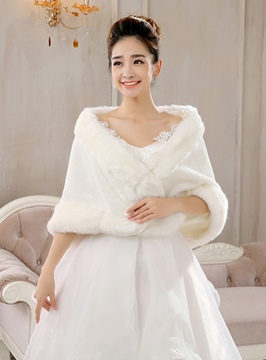 Comfortable Fur Wedding Wrap