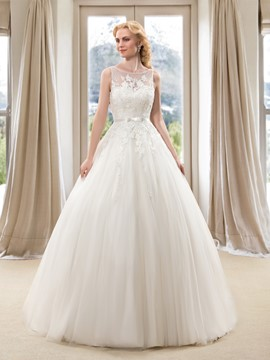 Charming Bateau Neck Lace Appliques Floor Length Princess Wedding Dress