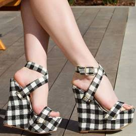 Pretty Crossed Strap Buckle Decorated Wedge Sandals