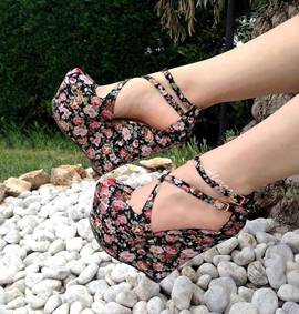 Charming Floral Print Ankle Strap Wedge Sandals