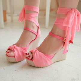 Lace Crossed Strap Peep-toe Wedge Sandals