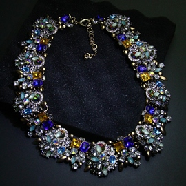European Style Rhinestone Decorated Necklace