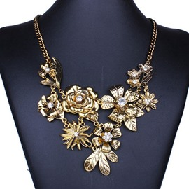 Exaggerating Metal Flower Shaped Necklace