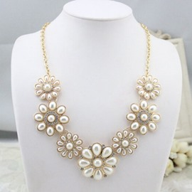 Pure White Flowers Decorated Necklace