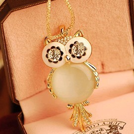 Gracious Owl Shaped Alloy Necklace
