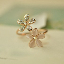 Cute Daisy Decorated Alloy Ring