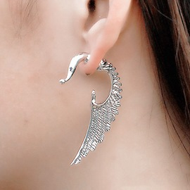 Unique Wing Shaped Vogue Ear Cuff