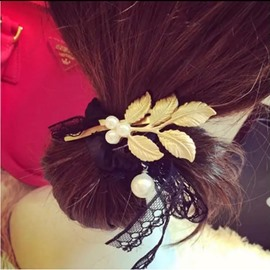 Stylish Leaf&Pearl Decorated Hair Clip
