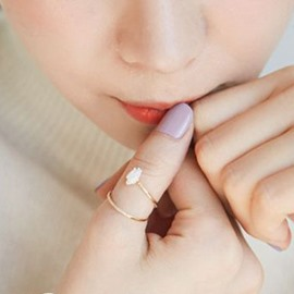 Elegant Shell Rose Decorated Alloy Ring