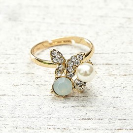 Small Butterfly Design Pearl Ring
