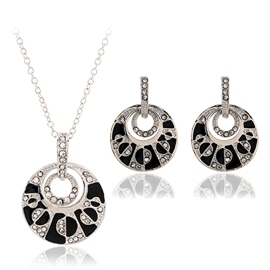 Alloy Additive Black and White Jewelry Set