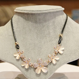 Ericdress Sweet Opal Flowers Necklace