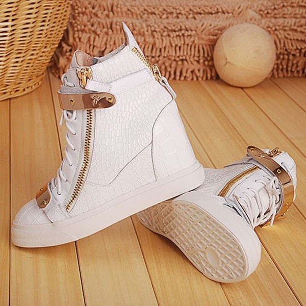 Cool Show Flat Heel Lace-Up Martin Boot