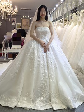 Ericdress Elegant Appliques Strapless Ball Gown Wedding Dress