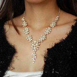 Graceful Rhinestone & Pearl Decorated Necklace